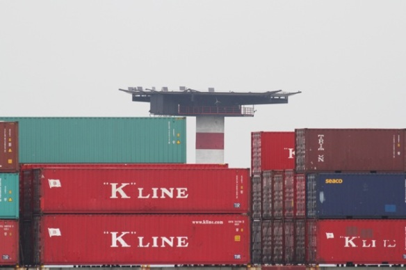 Maasvlakte, containers on ship, 24 October 2015
