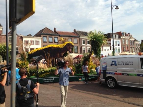 Tyrannosaurus rex float, 26 August 2016