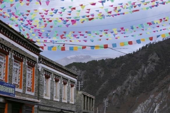 Jiagenba, prayer flags, on 2 April 2018
